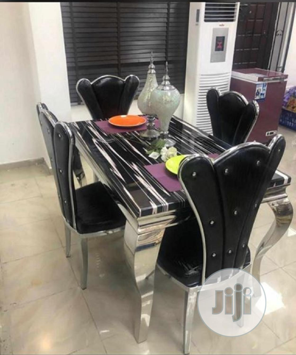 Marble 4seater Dining Table