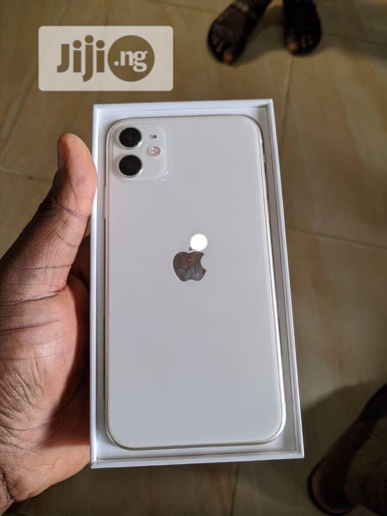 New Apple iPhone 11 64 GB White