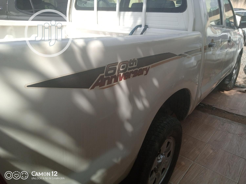 Archive: Toyota Hilux 2.0 VVT-i 2010 White