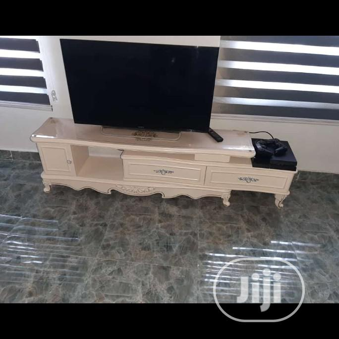 Archive: Milk Colour Royal Tv Stand