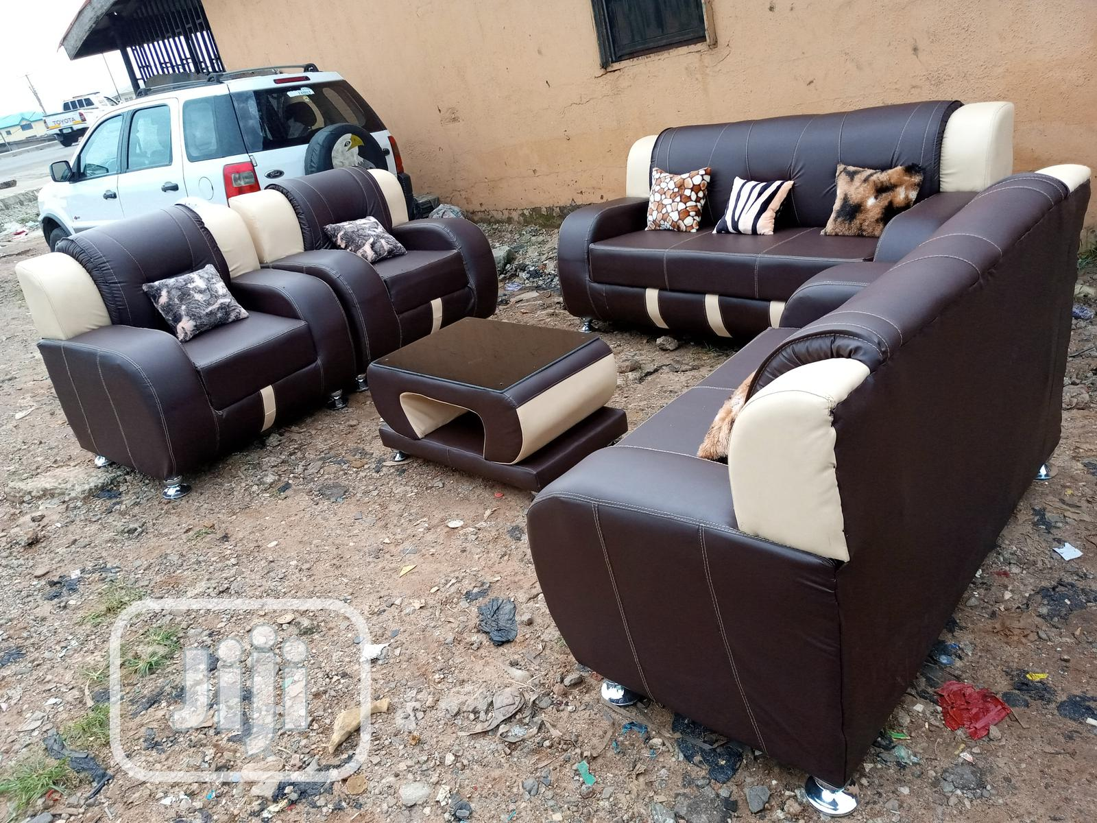 Complete Set of Couch - 7seat Leather Sofa Chairs With Table