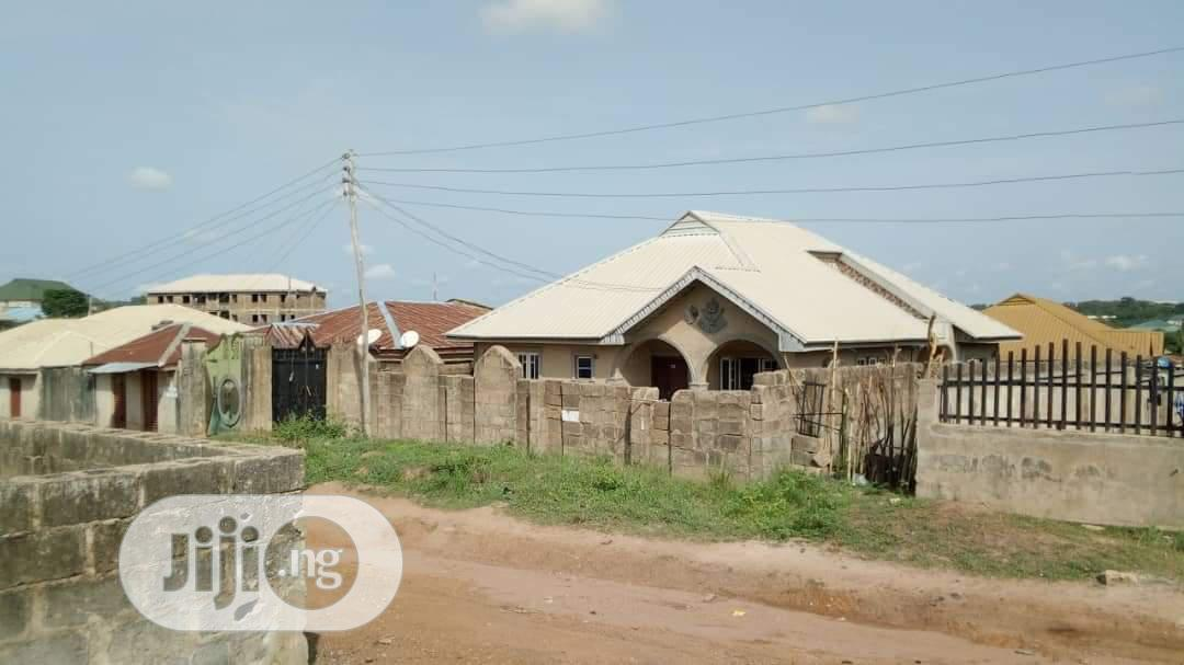 4 Bedroom Bungalow With A Room Self Contained At Ire Akari In Ibadan Houses Apartments For Sale Oyeleye Josh Jiji Ng For Sale In Ibadan Buy Houses Apartments