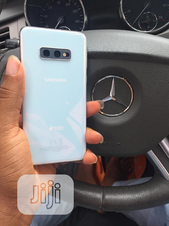 Samsung Galaxy S10e 128 GB White   Mobile Phones for sale in Amuwo-Odofin, Lagos State, Nigeria