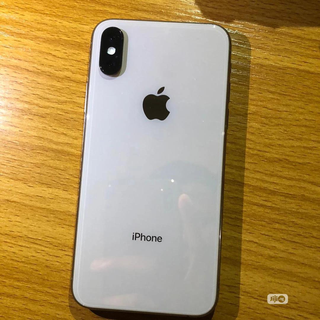 Apple iPhone XS 64 GB Black