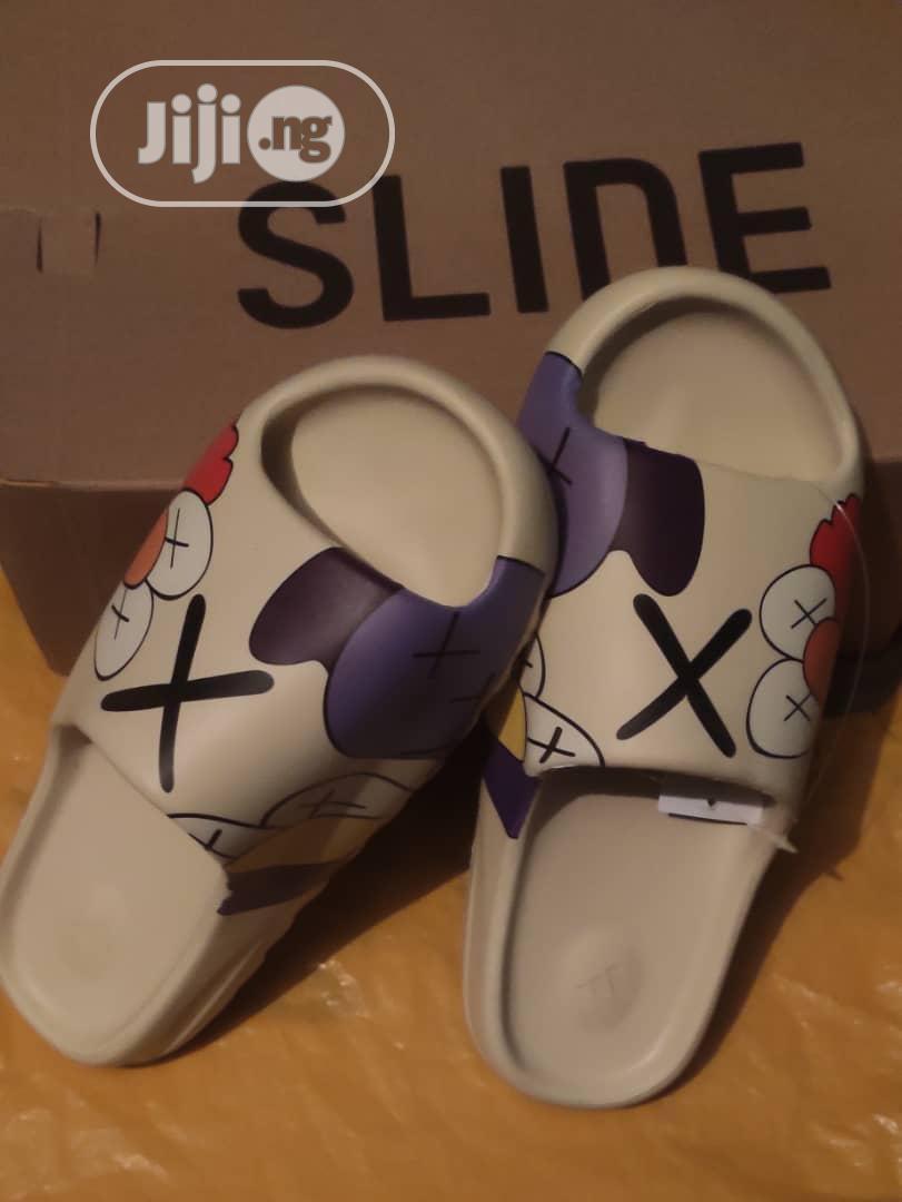Original Adidas Yeezy Slides | Shoes for sale in Gwarinpa, Abuja (FCT) State, Nigeria