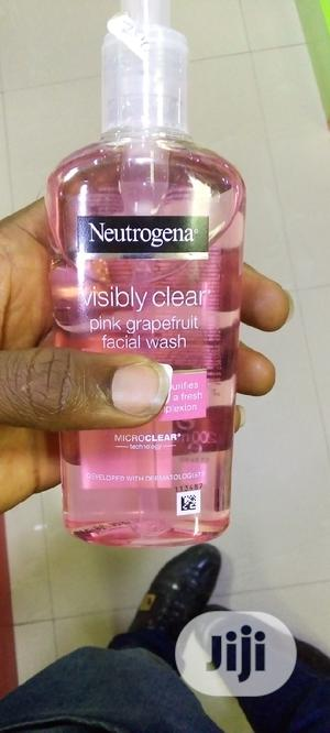 Neutrogena Visibly Care Pink Grapefruit Facial Wash | Skin Care for sale in Lagos State, Amuwo-Odofin