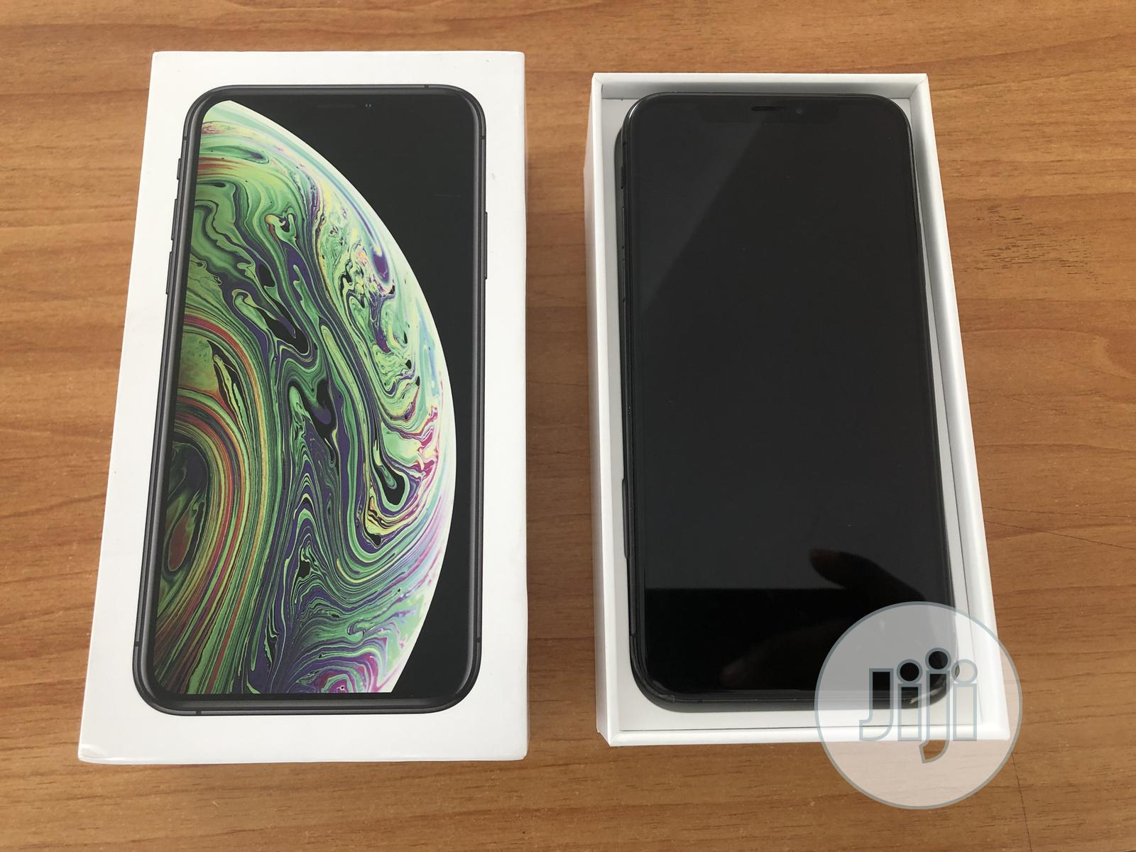 Archive: Apple iPhone XS 64 GB Black