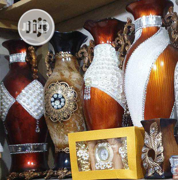 Archive: Elegant Flower Vase