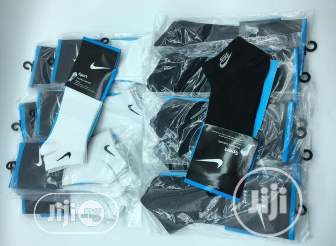 Archive: Ankle White And Black Socks