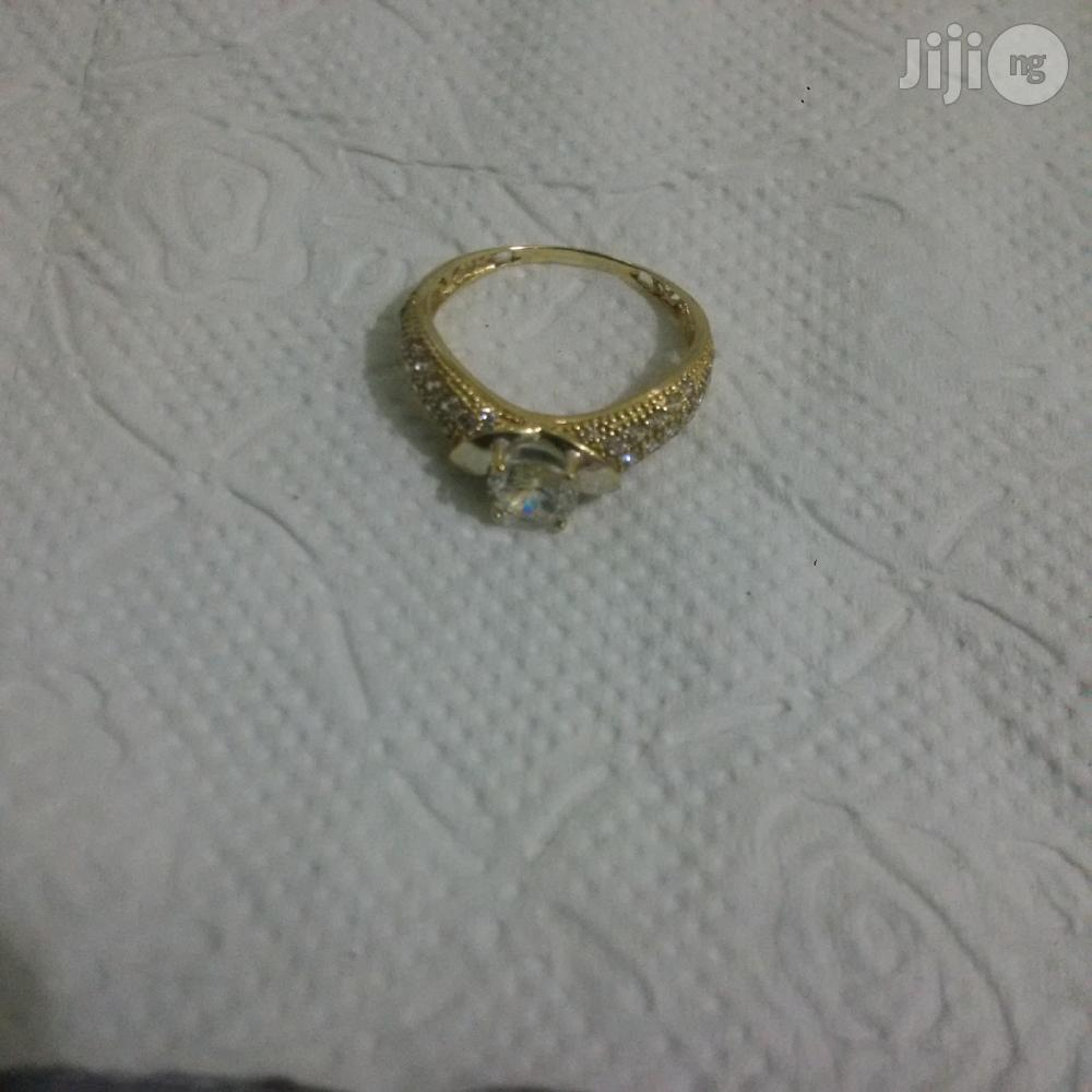 Pure ITALY 750 Gold Engagement Ring