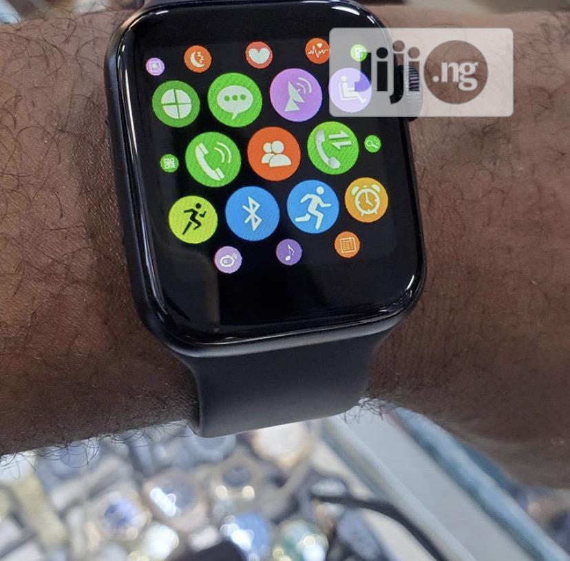 Archive: Apple Series 4 44MM - Smart Watch
