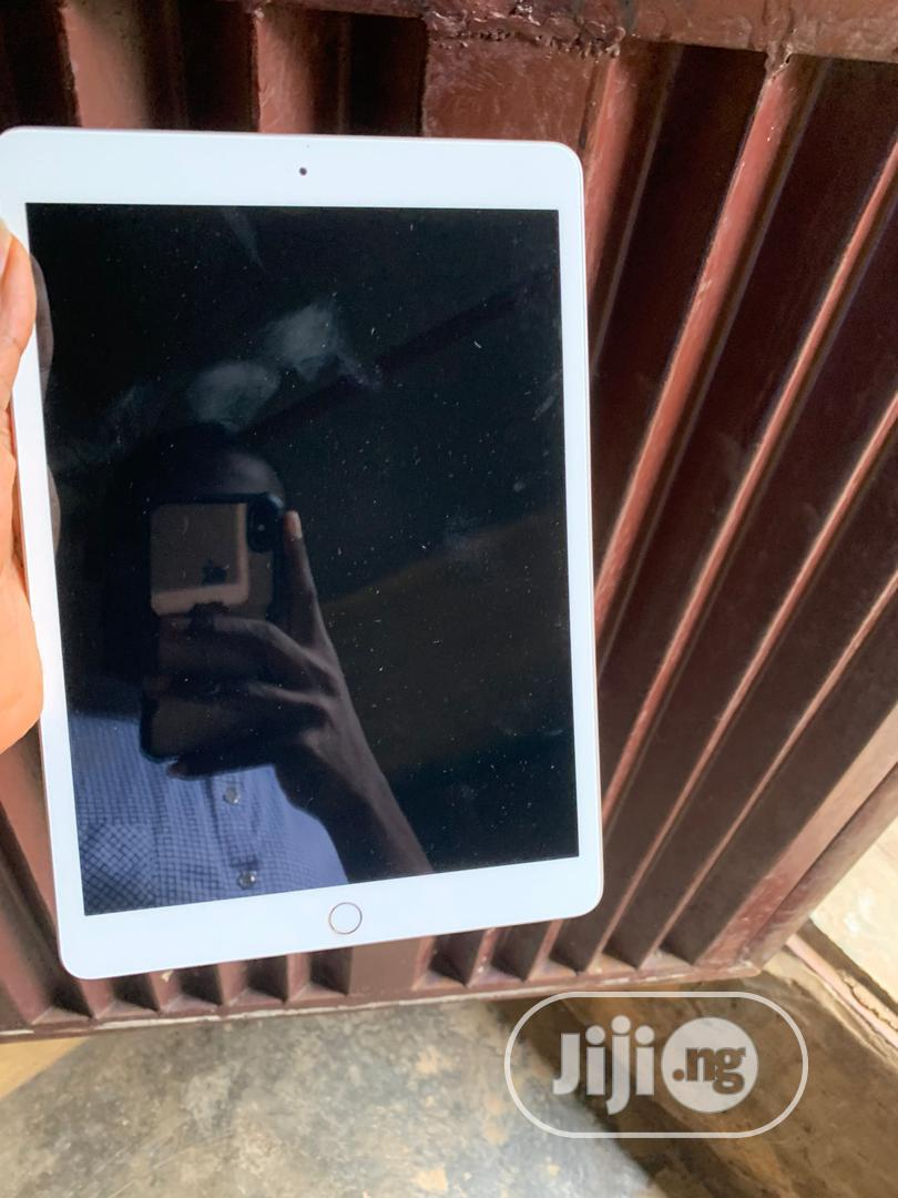 Apple iPad 10.2 32 GB Silver | Tablets for sale in Ikeja, Lagos State, Nigeria
