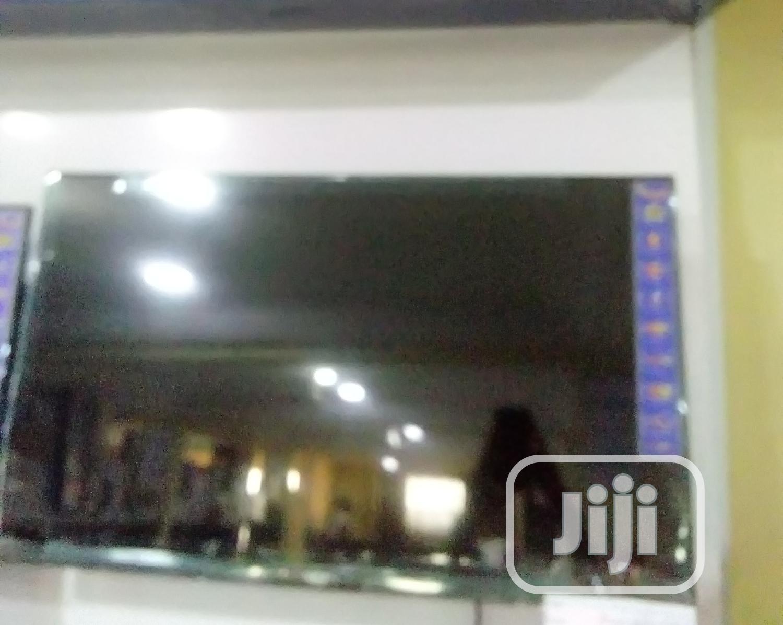 "Royal Rtv-32sa71 32"" Smart LED TV"