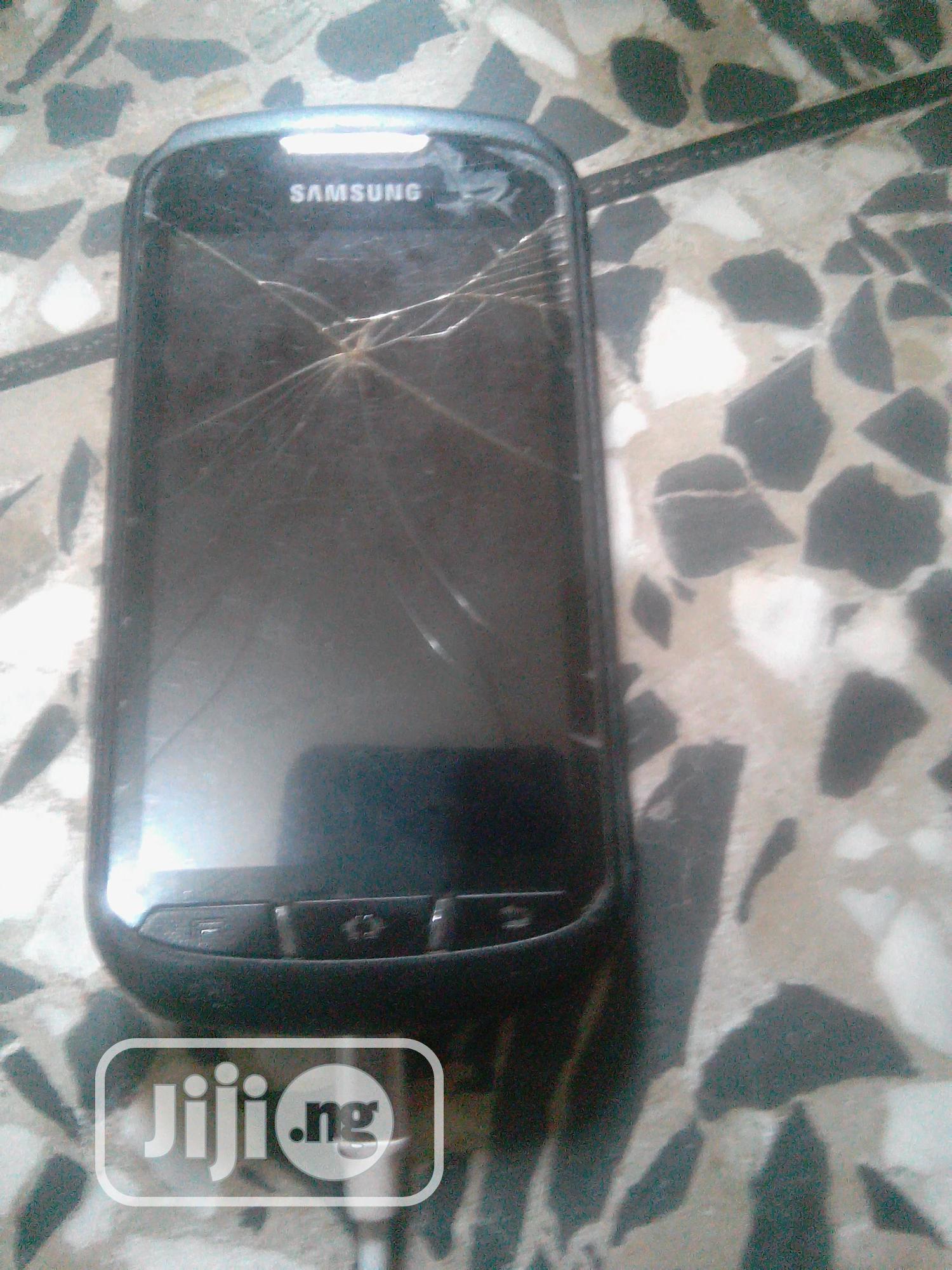 Archive: Samsung S7710 Galaxy Xcover 2 4 GB Black