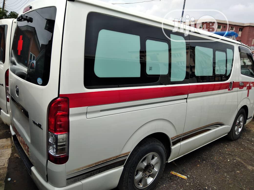 Archive: Toyota HiAce 2013 White