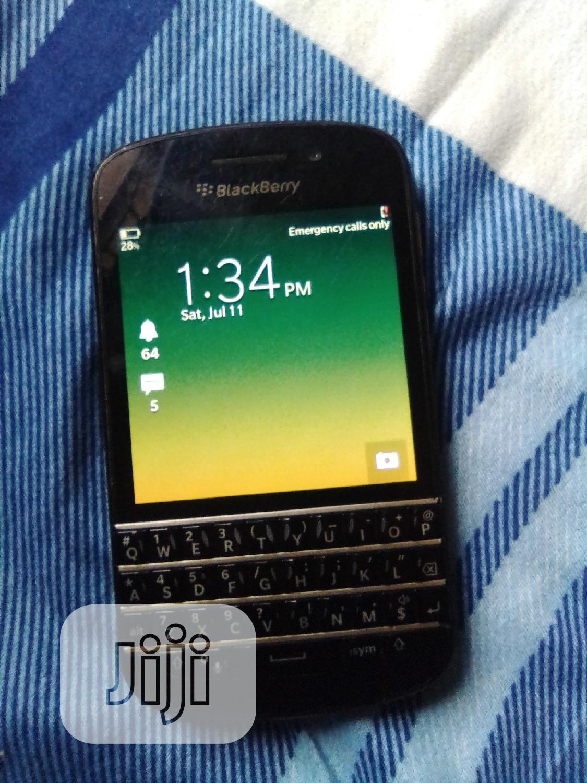 Archive: BlackBerry Q10 16 GB Black