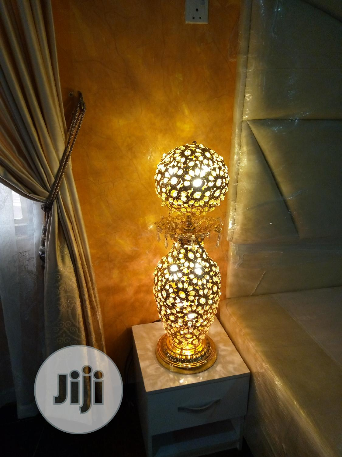 Beautiful Flower Vase With Lights