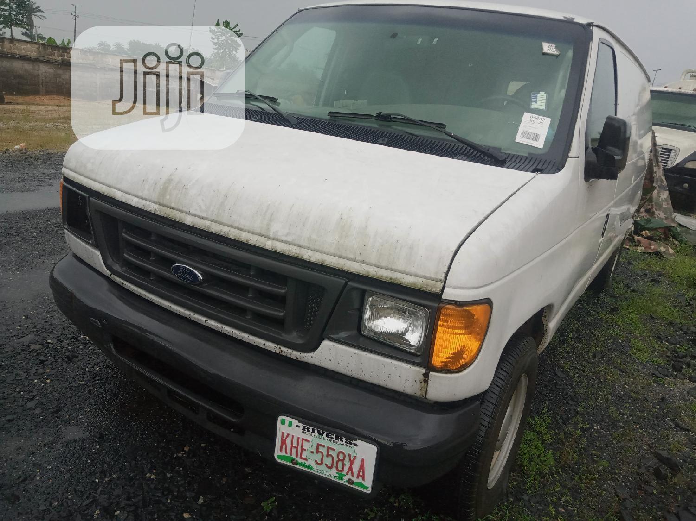 Ford E-250 2004 Van Extended White