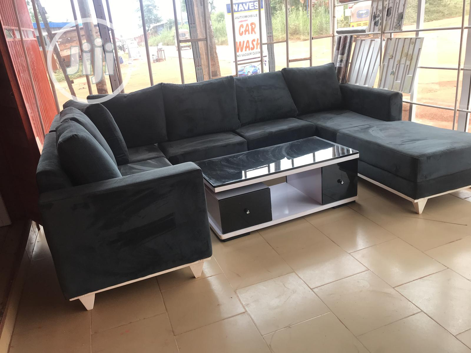 U Sectional Chair With Glossy Centre Table
