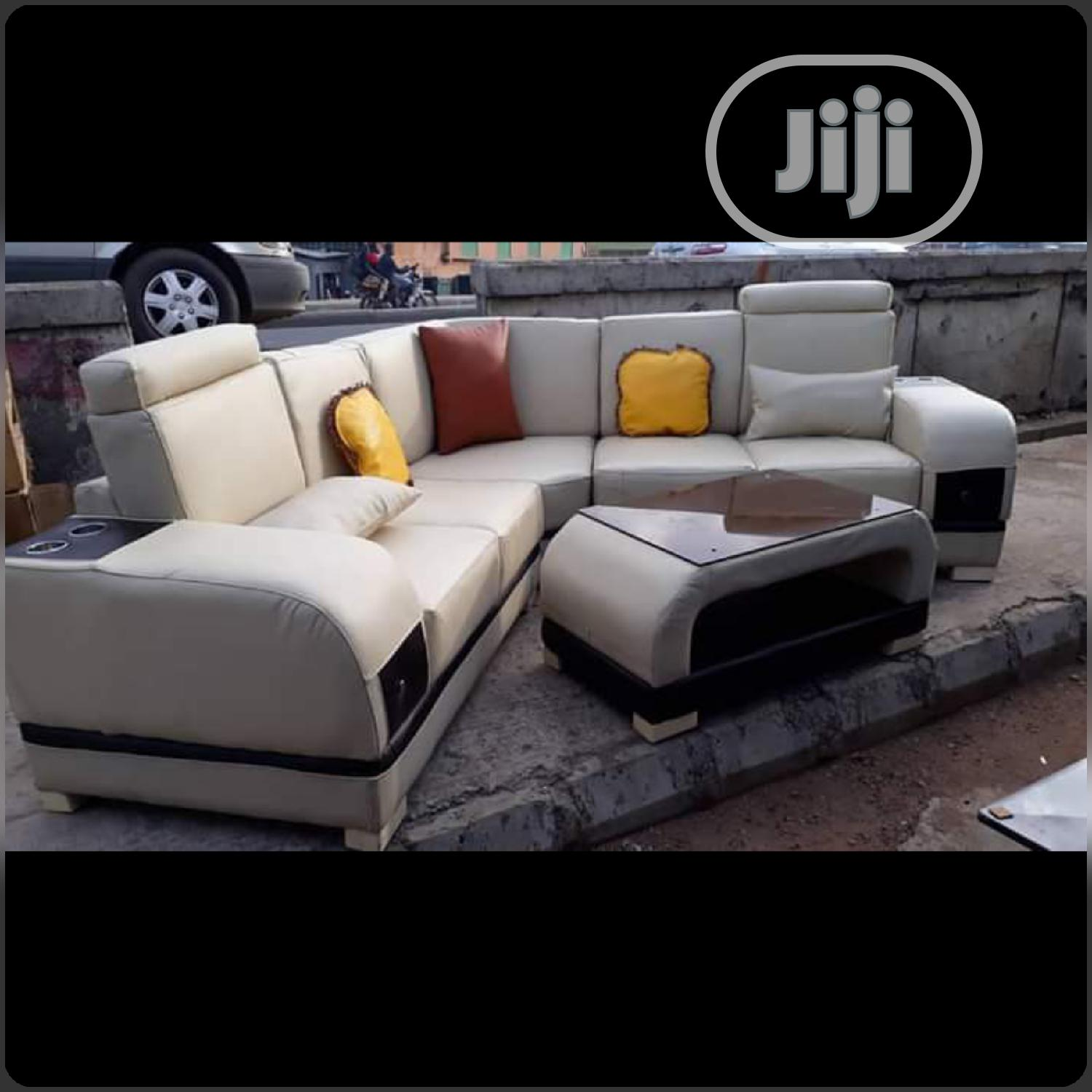 5 Seater Sofa With a Center Table