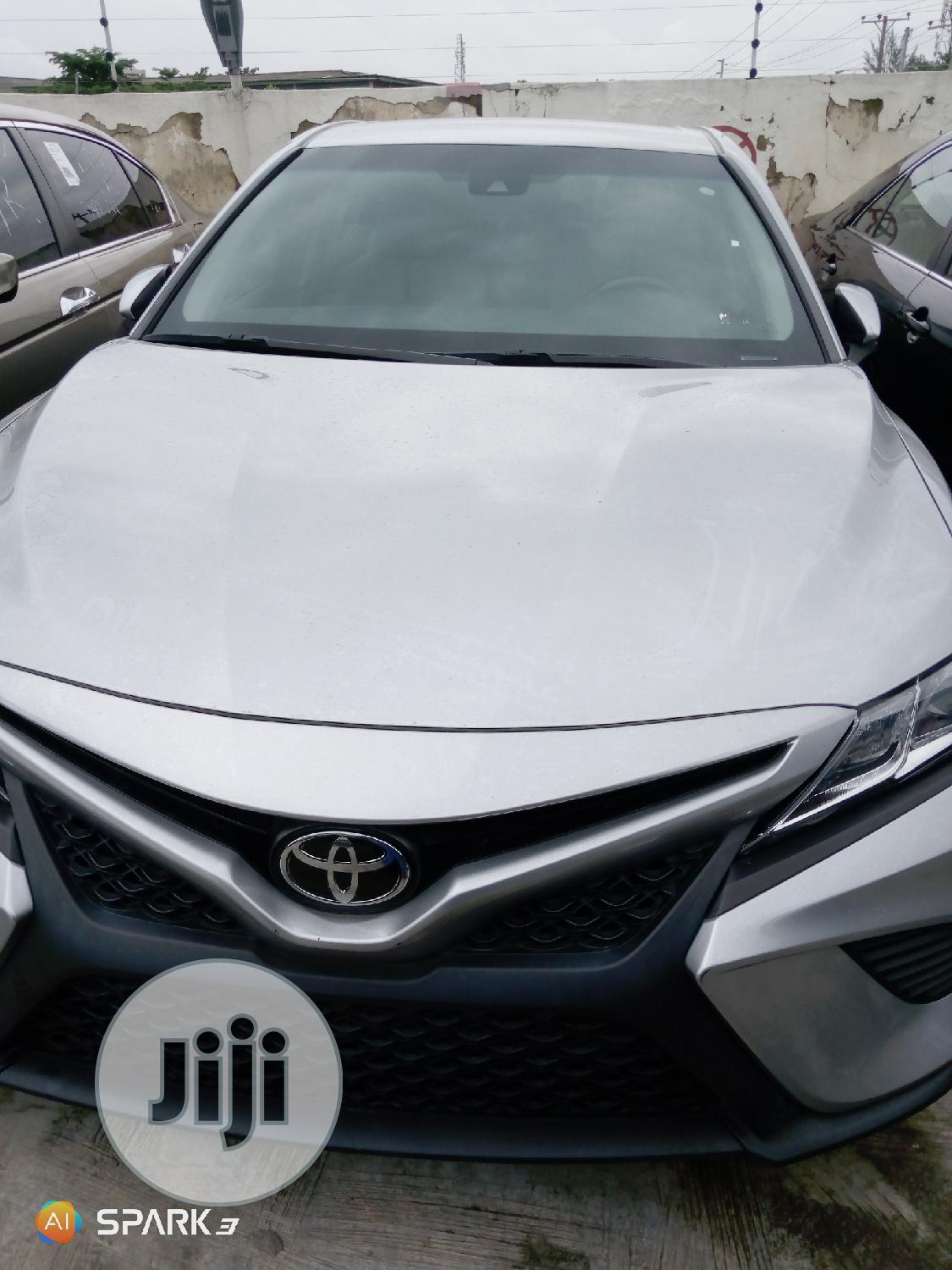 Toyota Camry 2018 Silver
