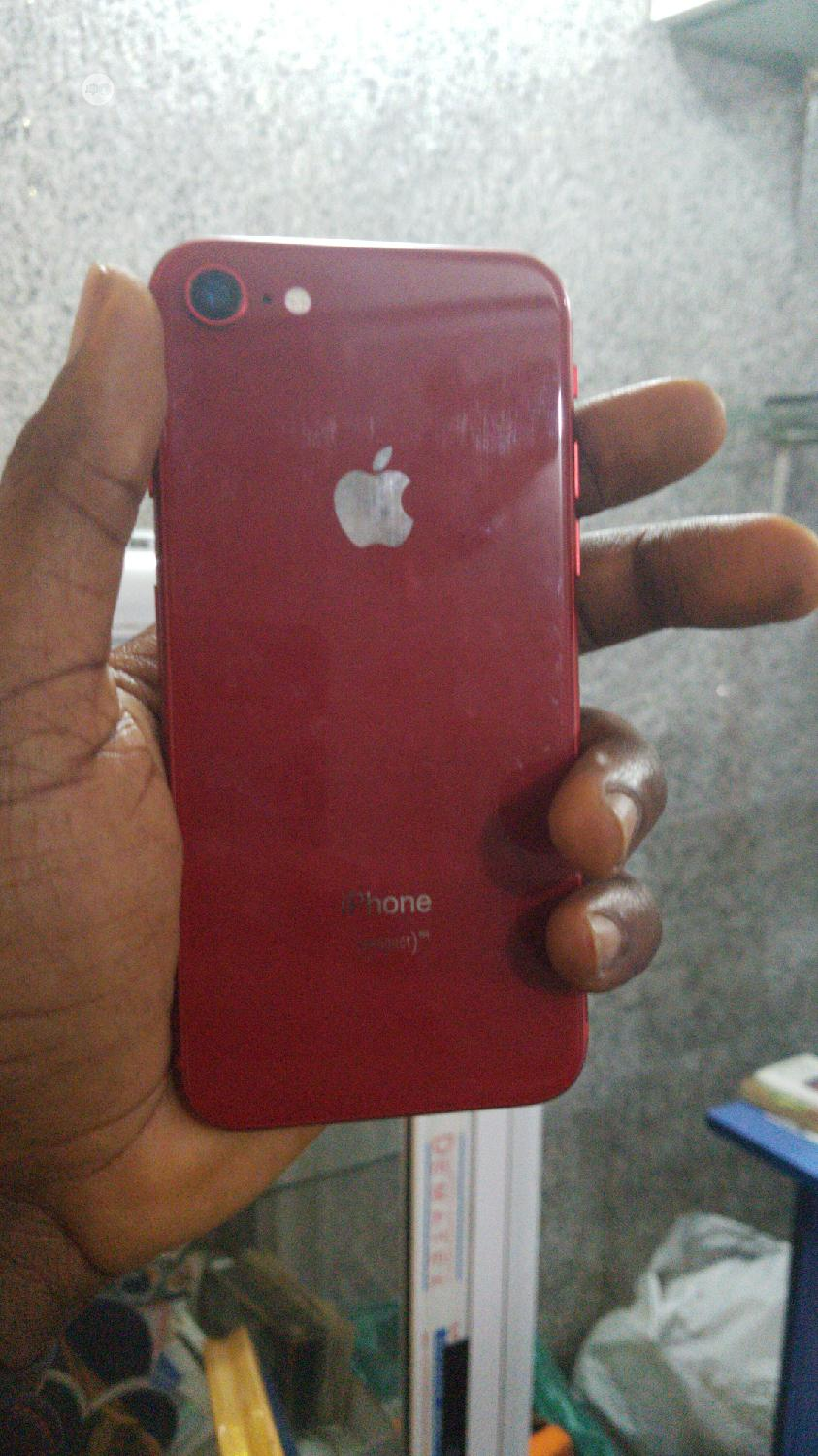 Apple iPhone 8 64 GB Red