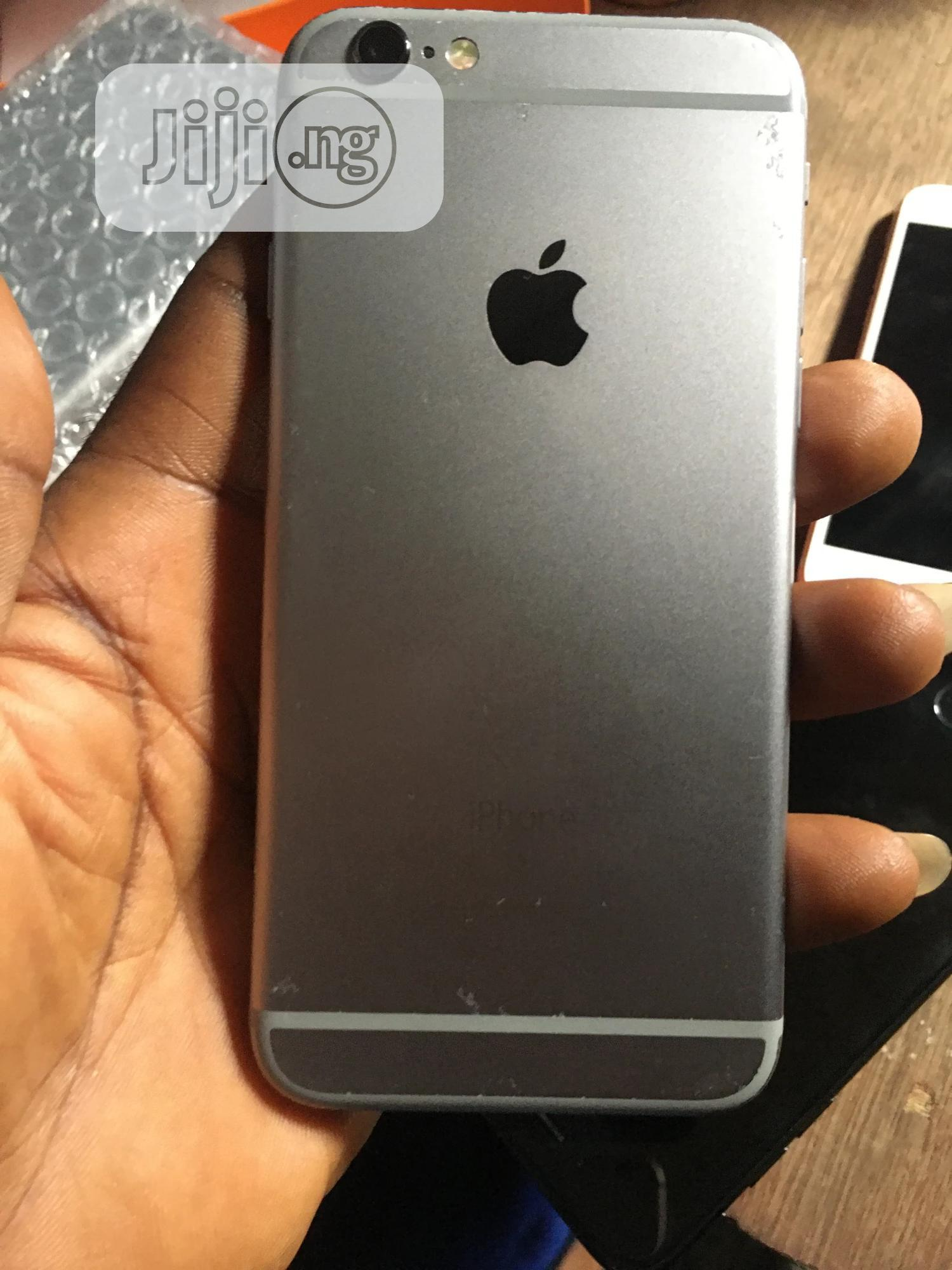 Archive: Apple iPhone 6s 64 GB Silver