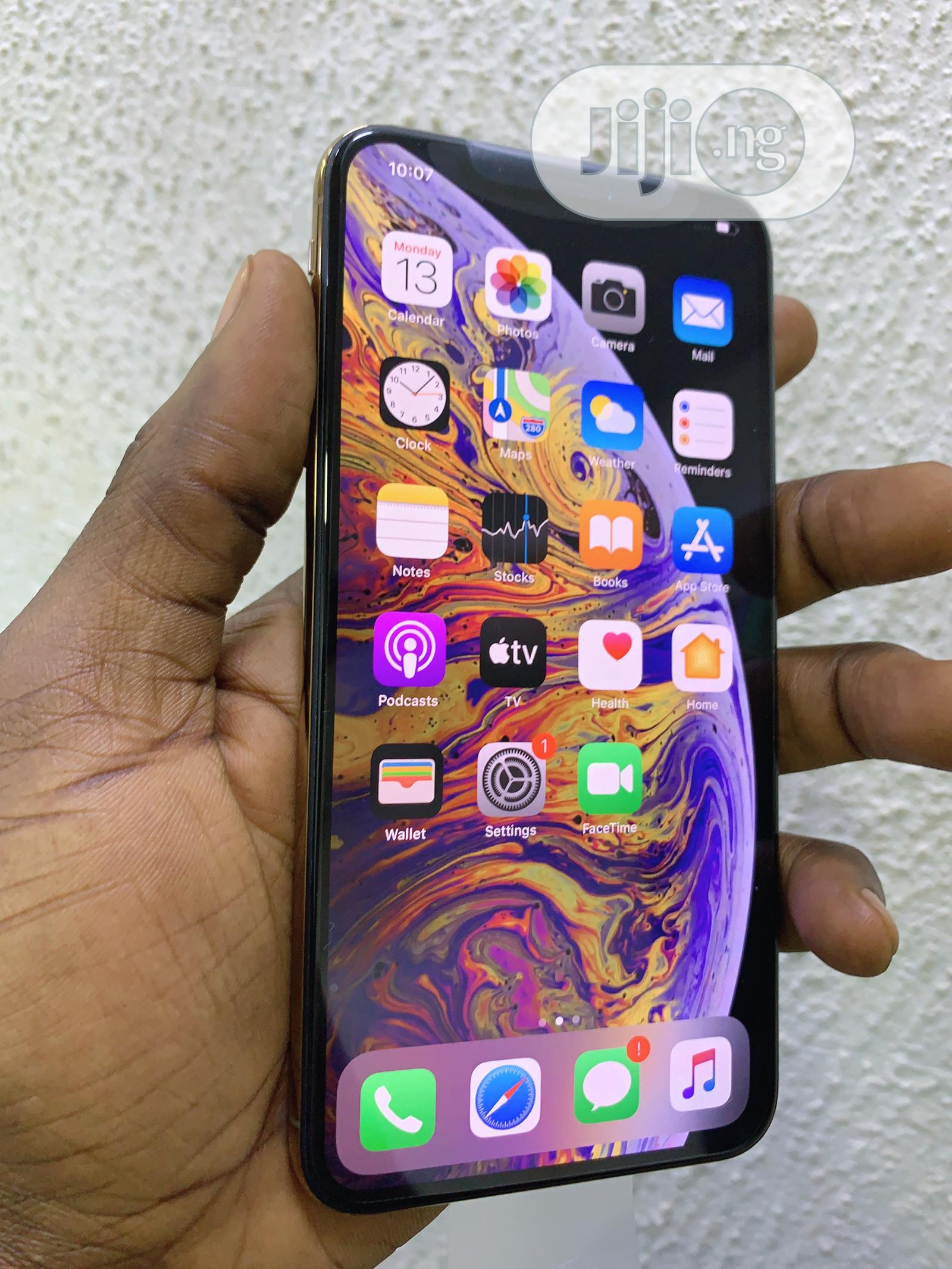 Archive: Apple iPhone XS Max 64 GB Gold