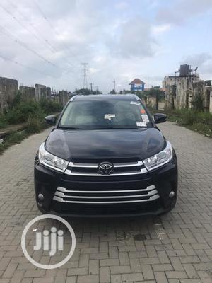 Toyota Highlander 2017 XLE 4x4 V6 (3.5L 6cyl 8A) Black | Cars for sale in Lagos State, Ojodu