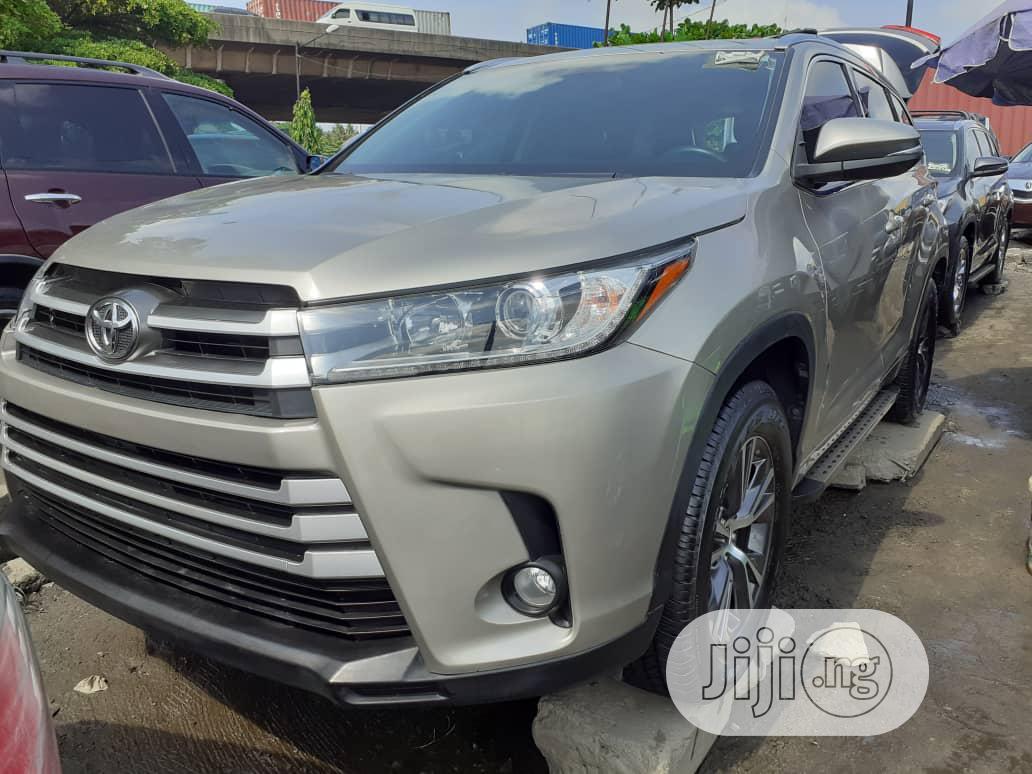 Archive: Toyota Highlander 2016 XLE V6 4x4 (3.5L 6cyl 6A) Gray