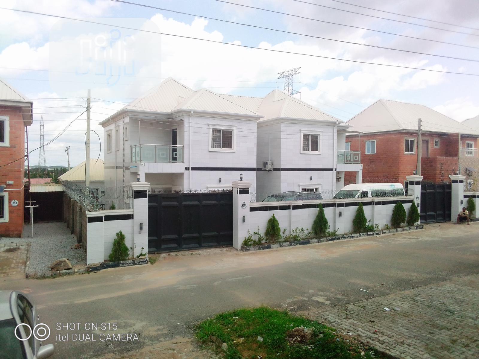 3 Bedroom Duplex In An Estate Ditress Sale