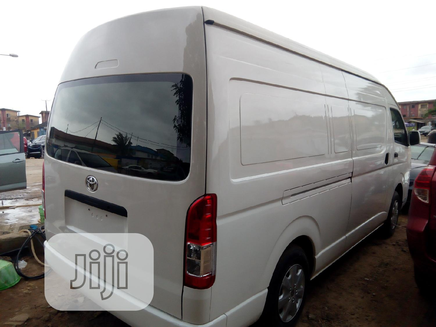 Archive: 2016 Toyota Hiace (Hummer Bus)