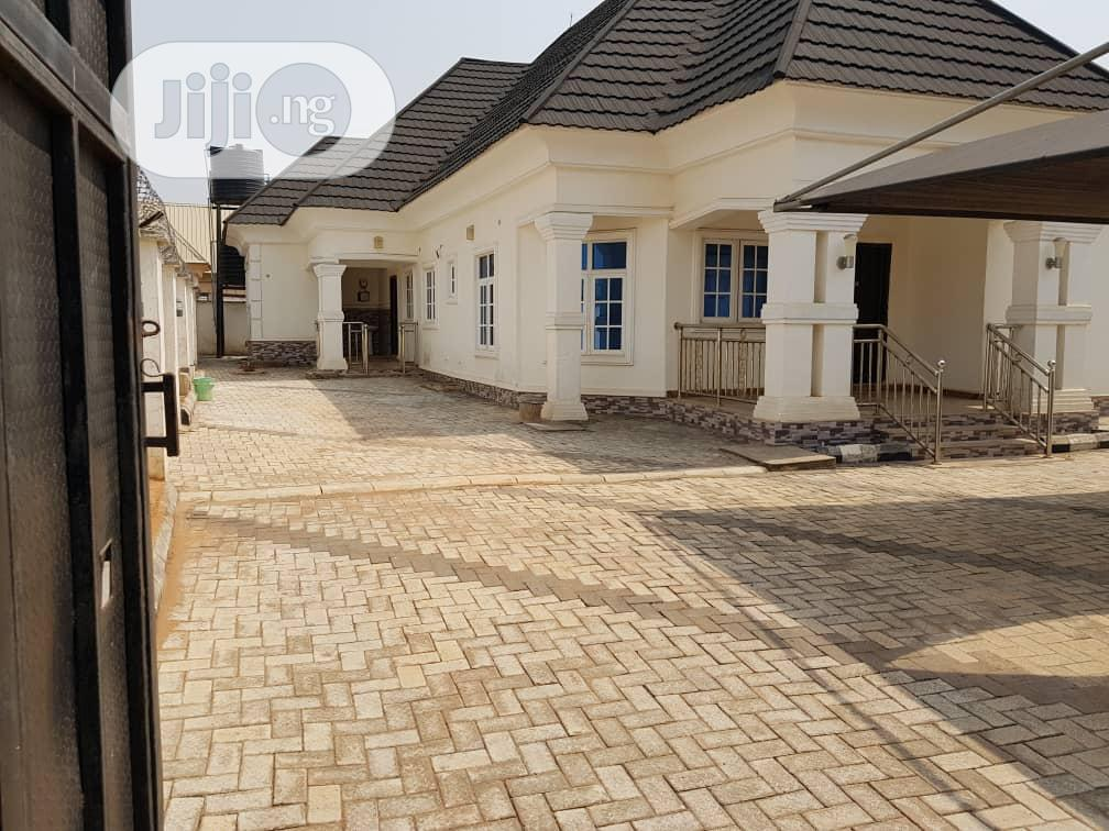 5 Bedrooms Bungalow for Sale