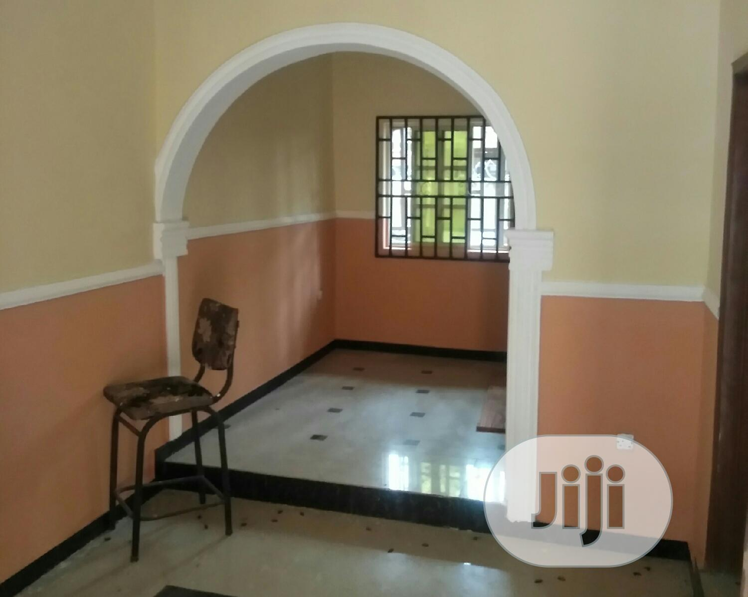 Neat 2 Bedroom Flat, Upstairs and Diwnstairs Available
