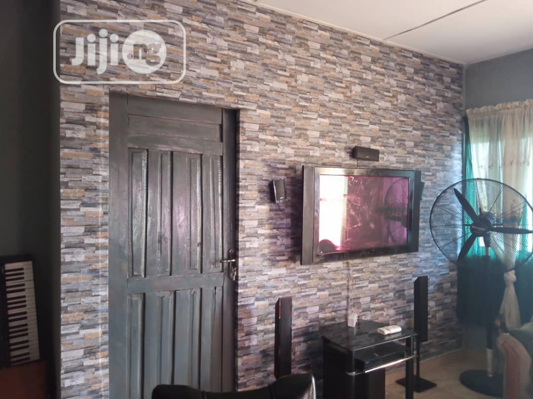 Quality Wallpaper In Bricks Design
