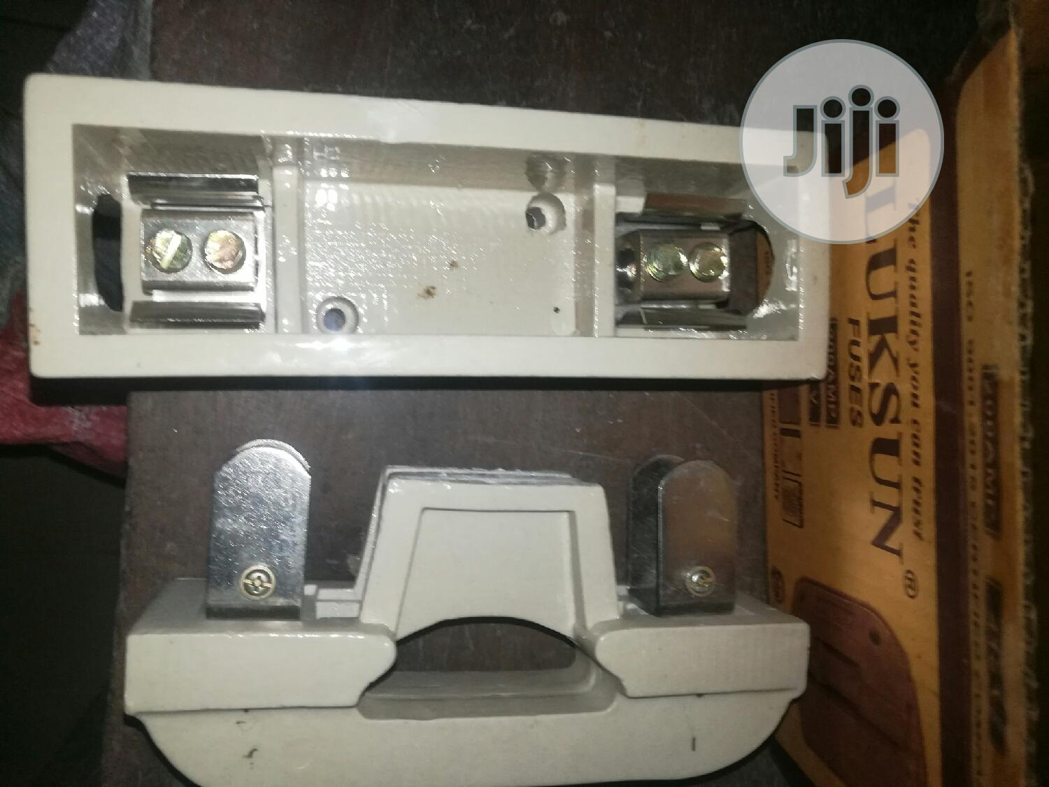 Fuse And Base Cut Out 200amps