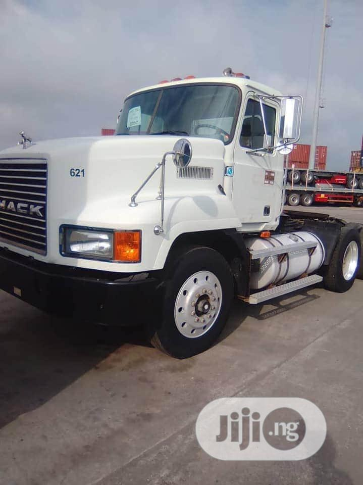 1996 Mack CH613 Single Can Tandem Axle Tractor