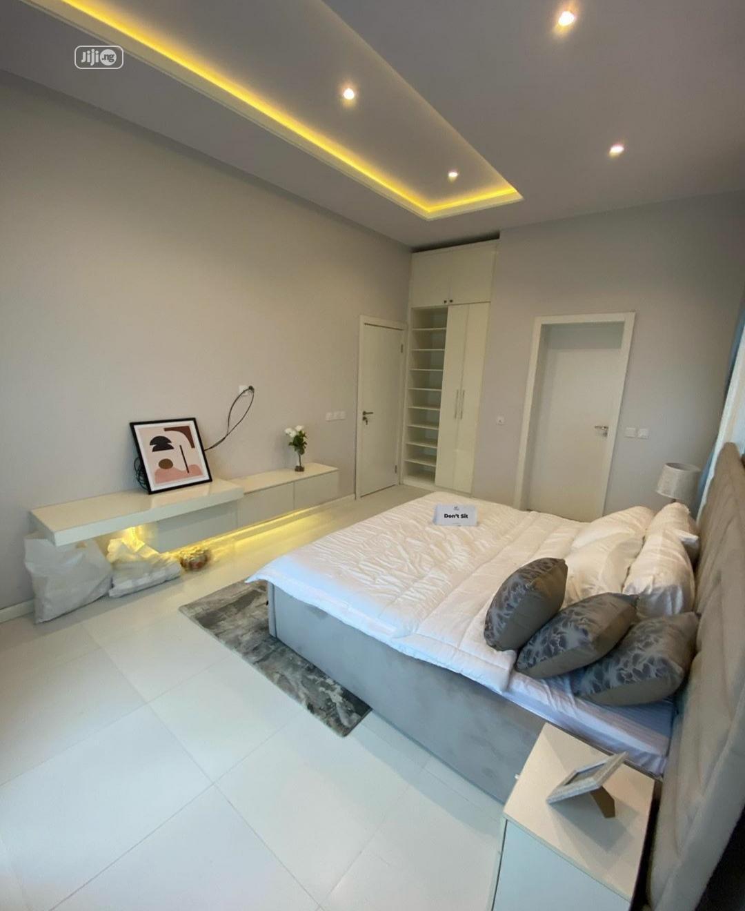 Luxurious 2bedroom Apartmemt For Sale In Abijo GRA | Houses & Apartments For Sale for sale in Lekki Phase 2, Lagos State, Nigeria