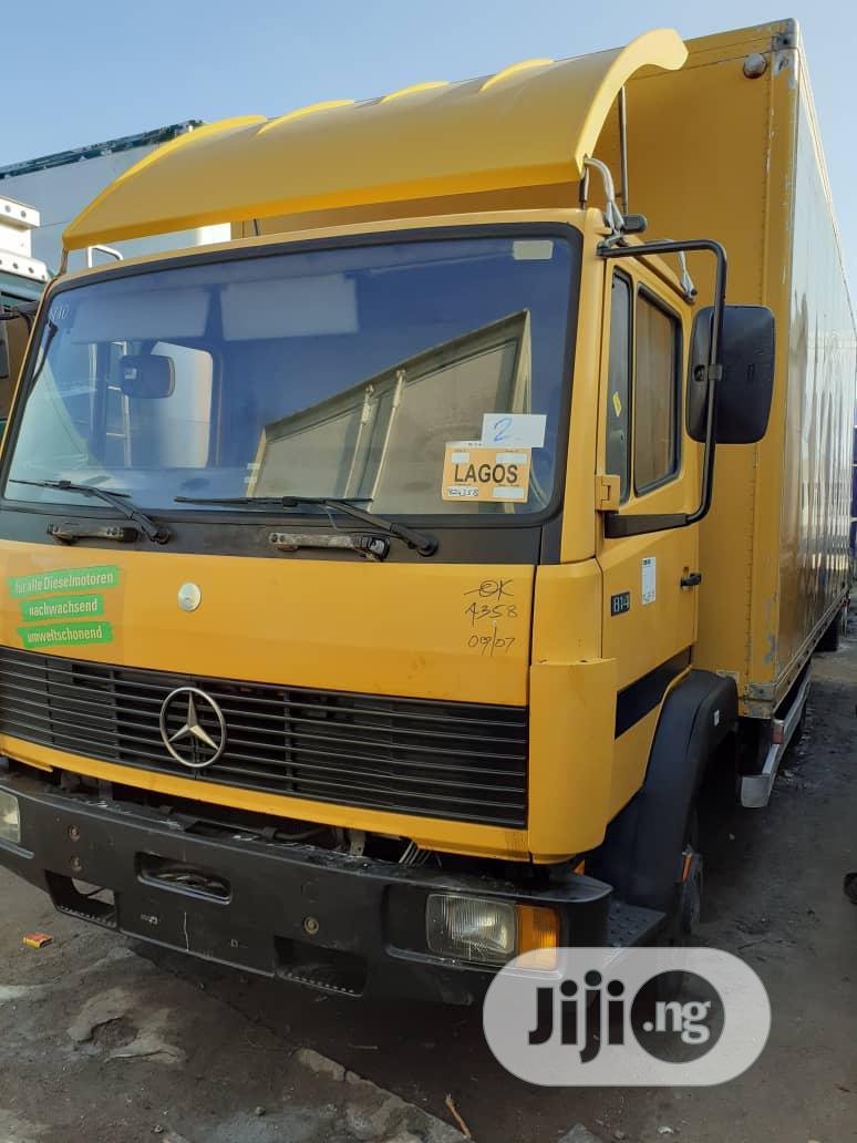 Mercedes Benz Truck 814 2000