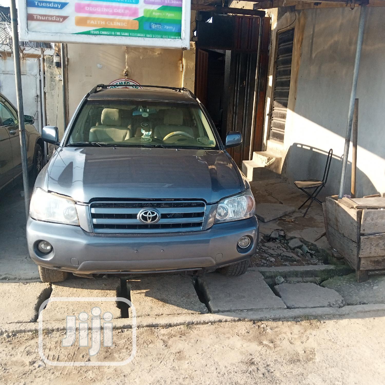 Archive: Toyota Highlander 2004 Limited V6 4x4 Blue