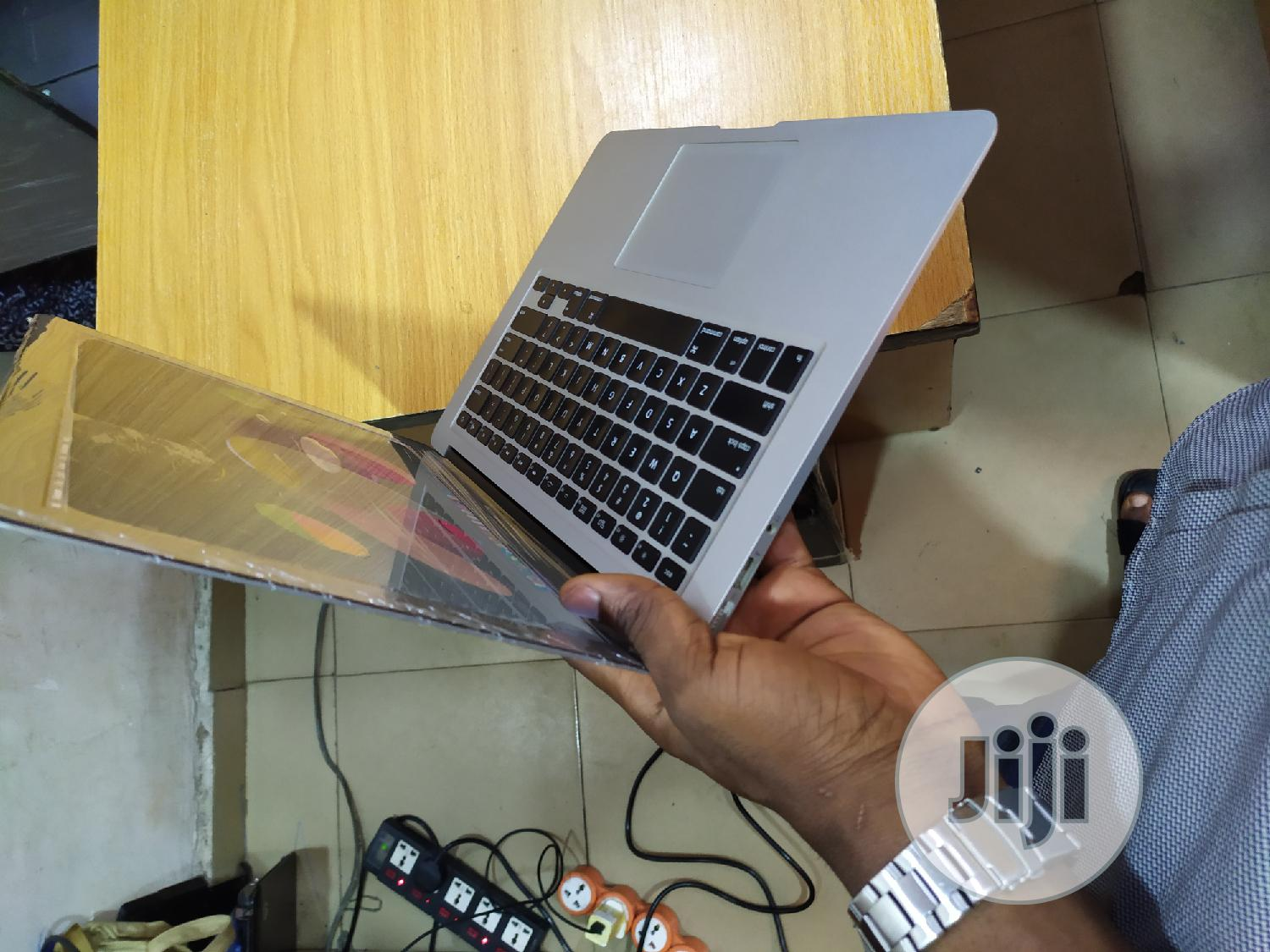 Archive: Laptop Apple MacBook Air 8GB Intel Core I5 SSD 256GB