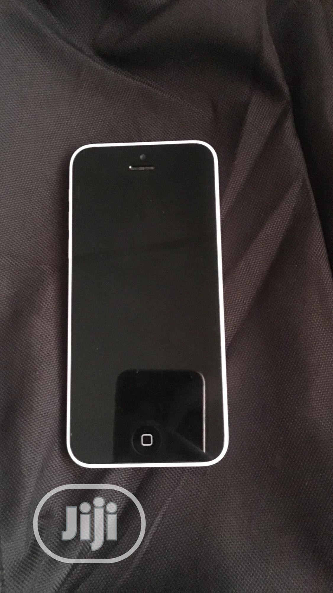 Archive: Apple iPhone 5c 8 GB White