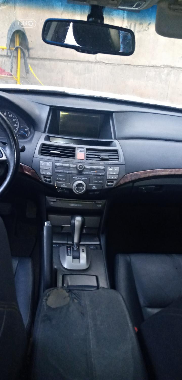Archive: Honda Accord CrossTour 2010 EX-L AWD White