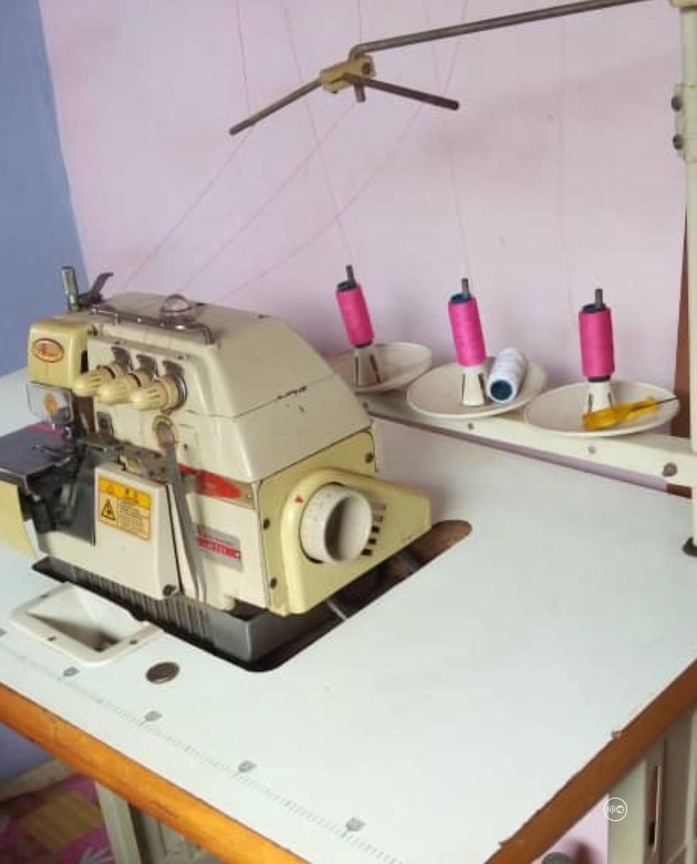 Overlocking Weaving Machine
