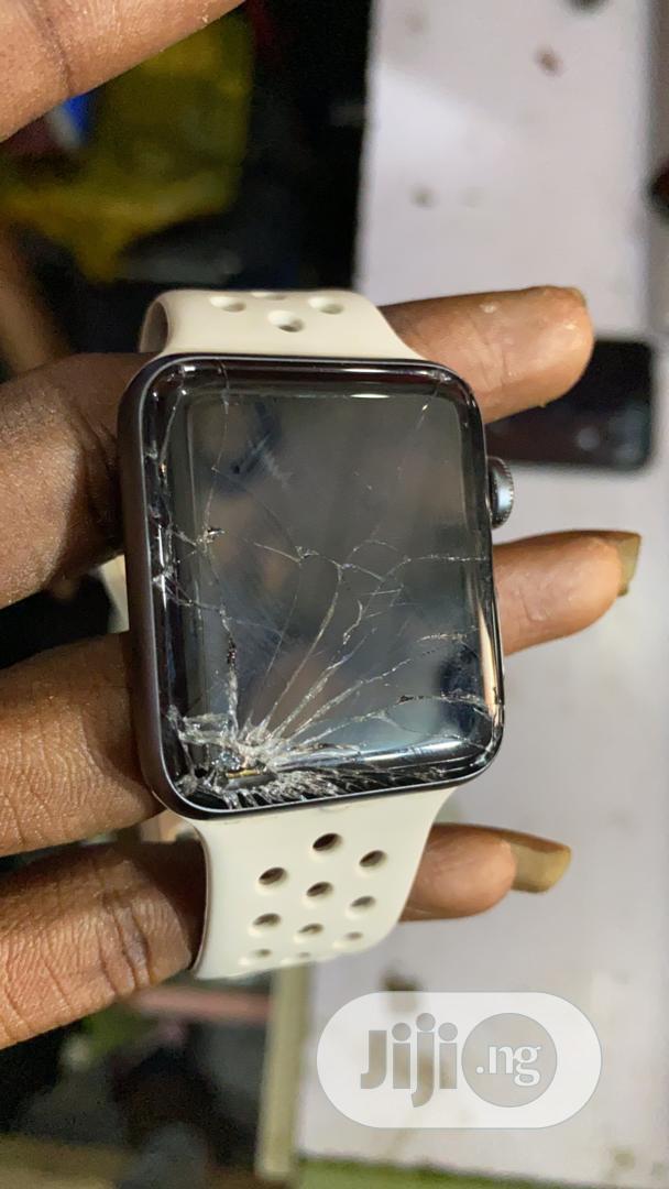 Sales of Apple Watch (Perfect or Broken Screen)