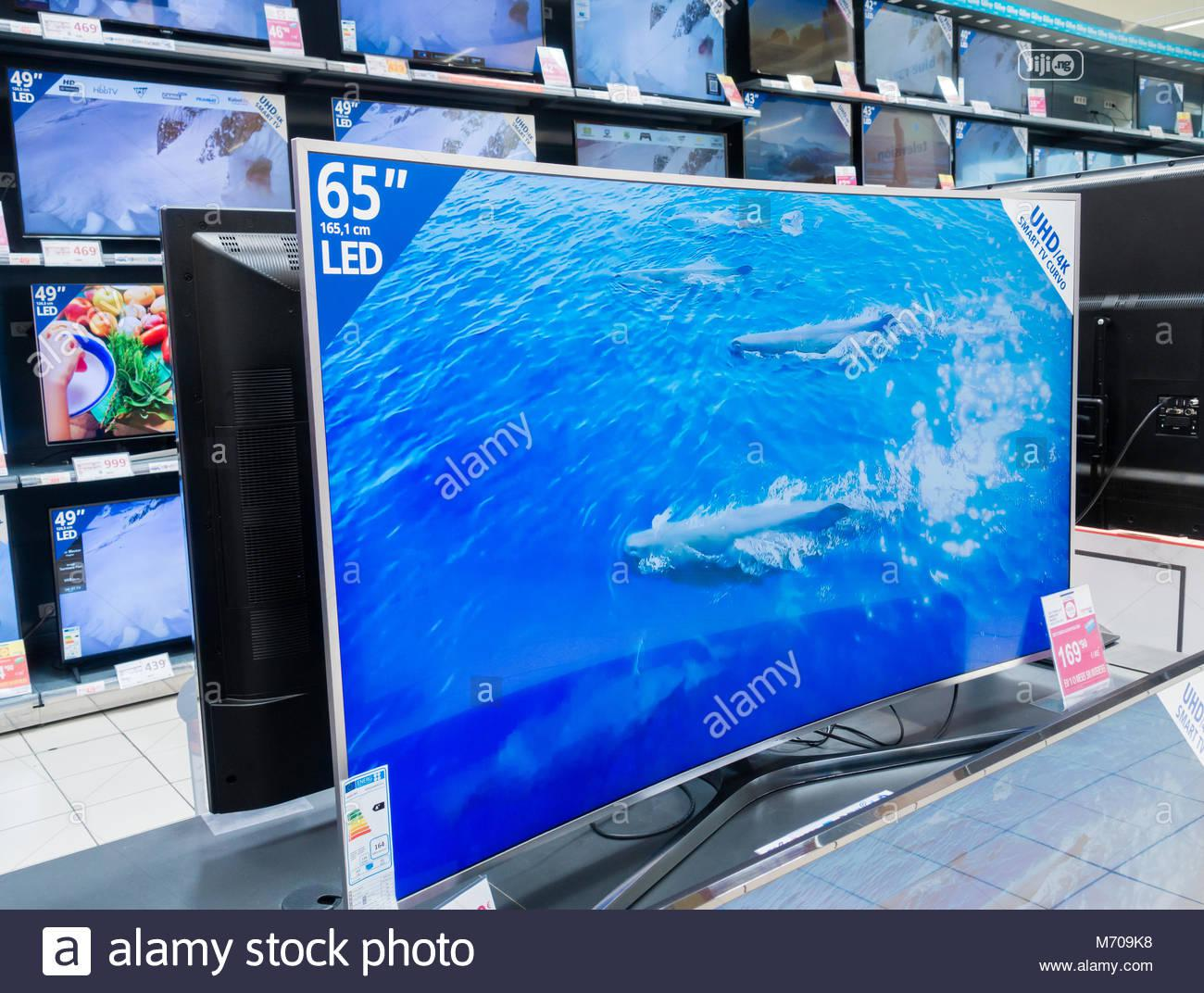 New Samsung Curved UHD Smart 4K Internet TV (RU7300) 2years