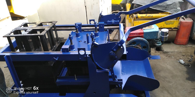 Layers Block Moulding Machine