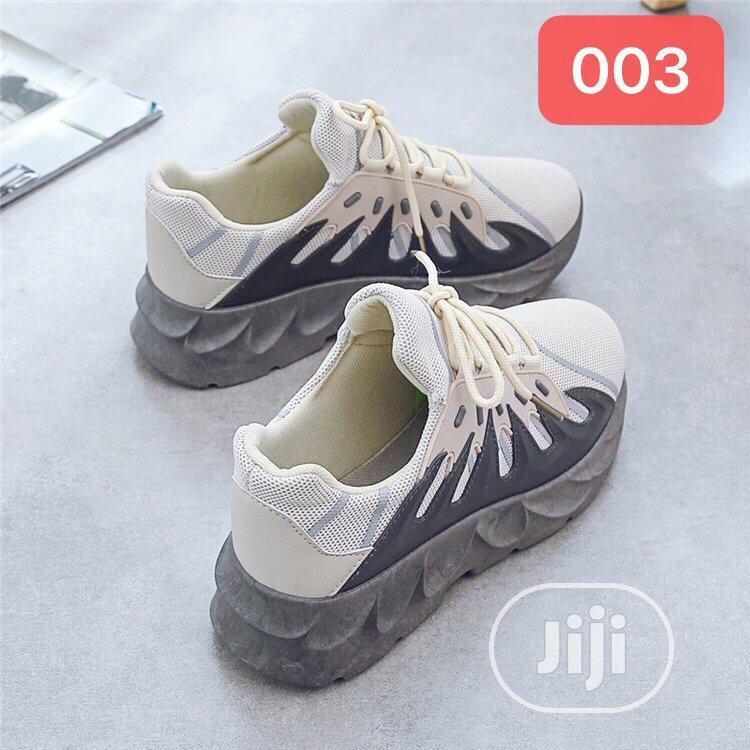 Archive: Mens Canvas Shoe