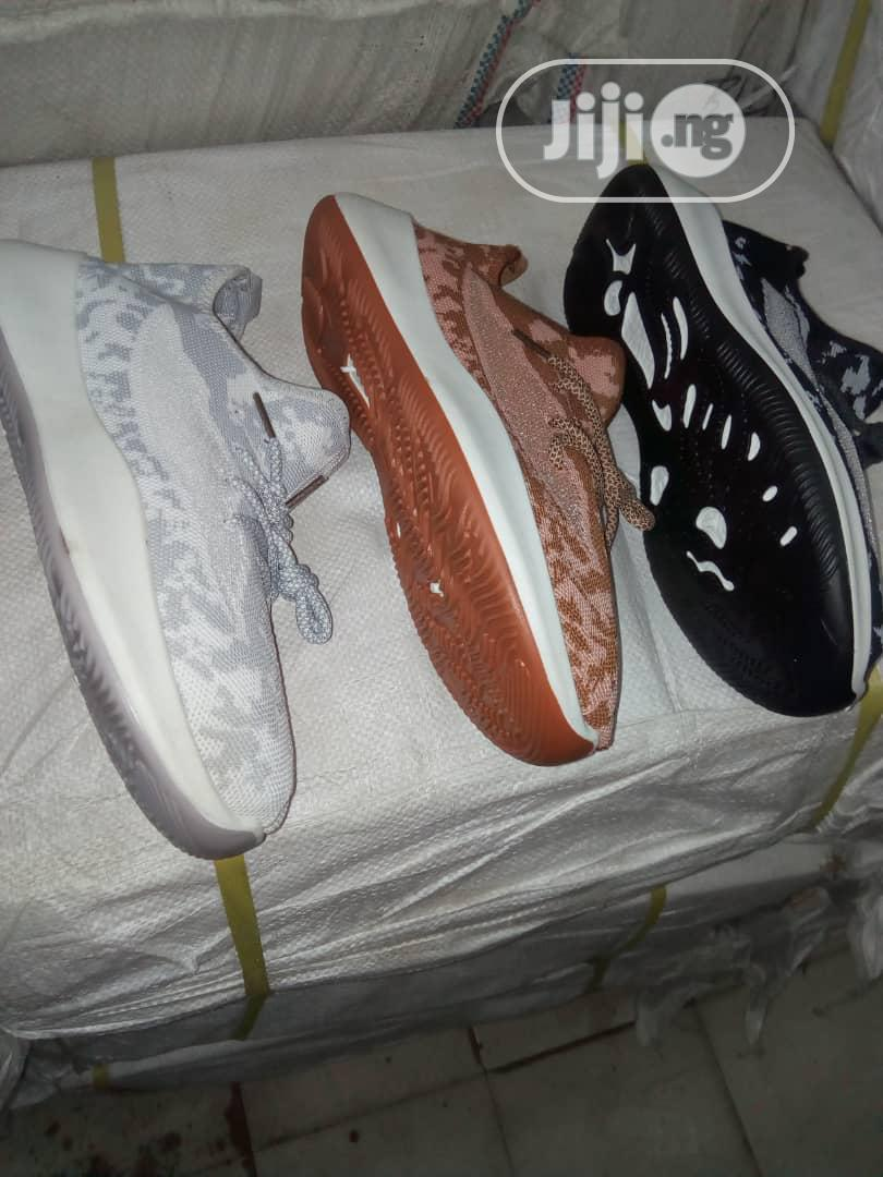 Archive: Men Different Fashion Yezzy Sneakers.