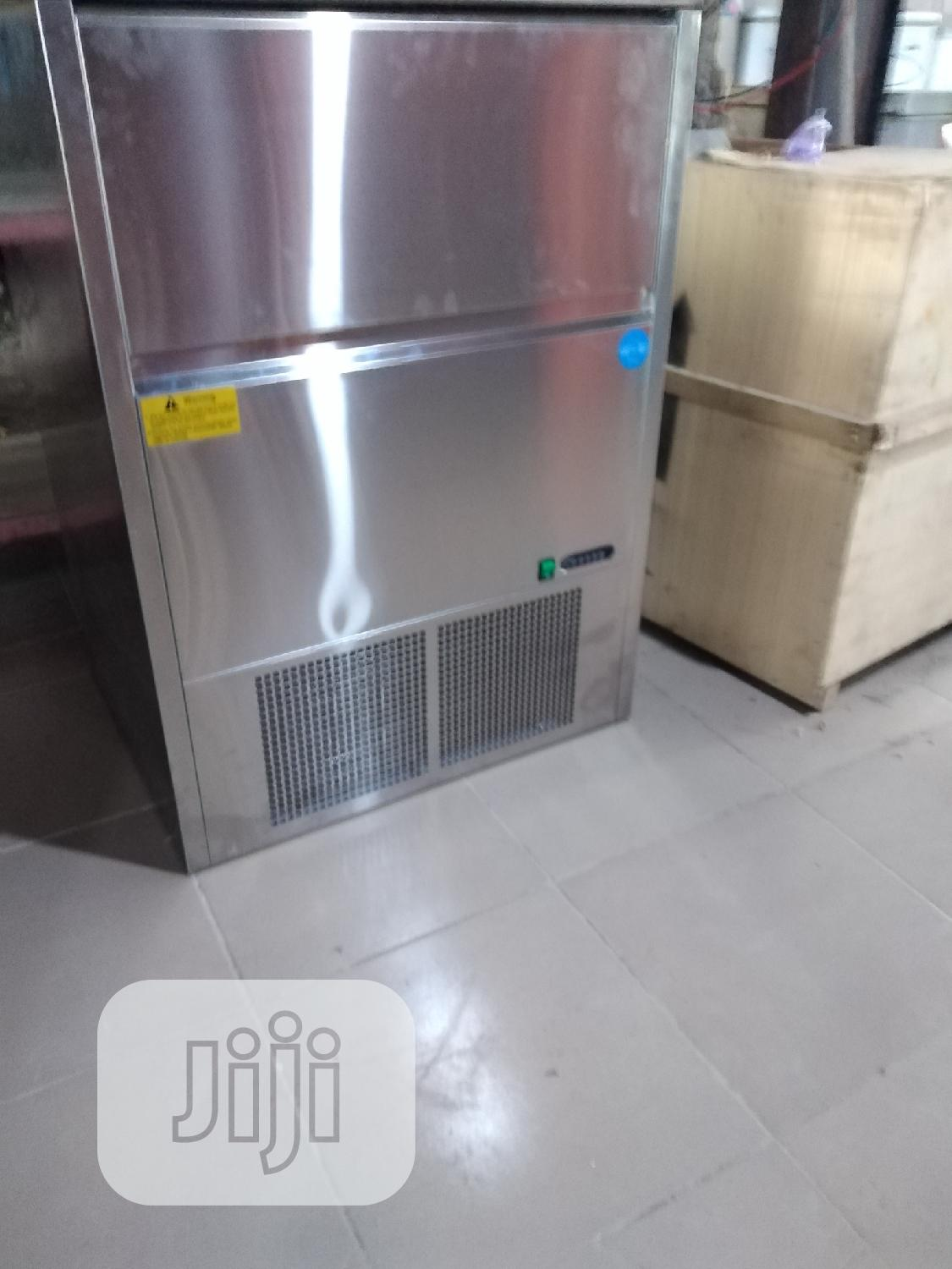 Archive: 90kg Industrial Ice Cube Maker